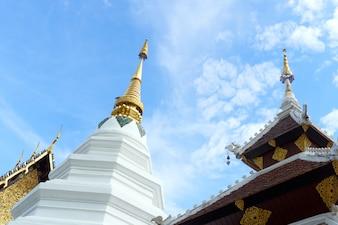 O telhado do templo na Tailândia é único.