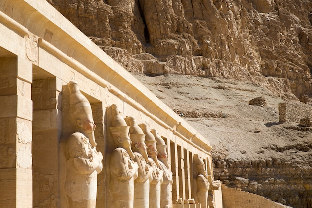 O templo de hatshepsut, perto de luxor, no egito