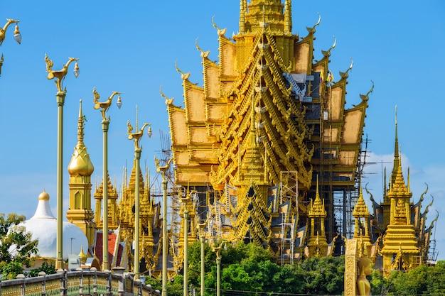 O templo é um templo budista (língua tailandesa: wat) em phitsanulok, tailândia.