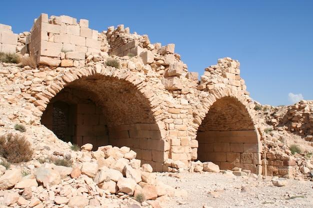 O tesouro na antiga cidade jordaniana de petra, na jordânia.
