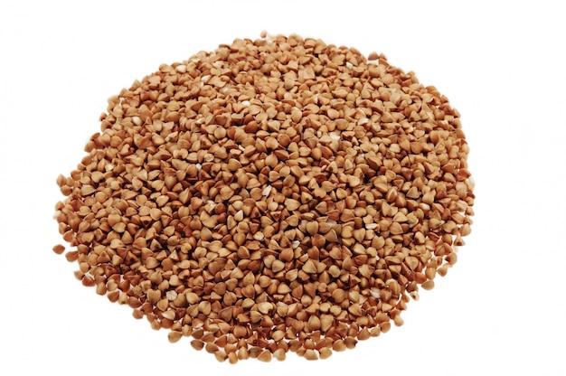 O trigo sarraceno é espalhado