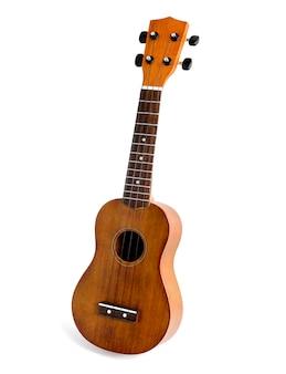 O ukulele marrom no fundo branco, com trajeto de grampeamento