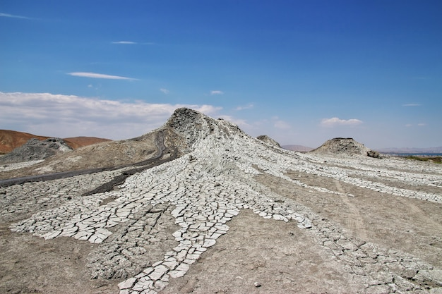 O vale com vulcões de lama, azerbaijão