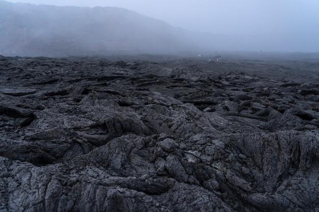O vulcão erta ale na depressão danakil na etiópia, áfrica.