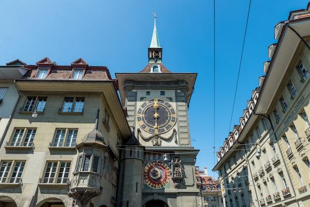 O zytglogge é a torre do relógio medieval marco na cidade velha de berna. Foto Premium