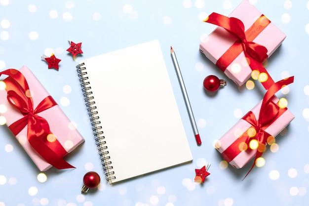 Objetivos que os sonhos dos planos fazem para fazer a lista. ano novo inverno férias xmas conceito escrevendo no caderno.