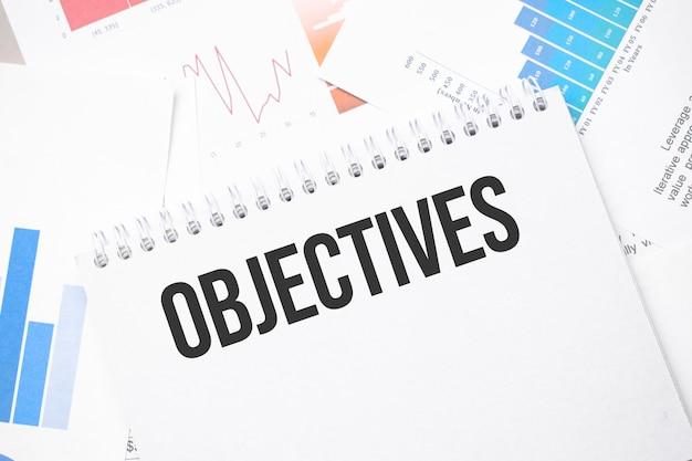 Objetivos texto em papel na superfície do gráfico com caneta