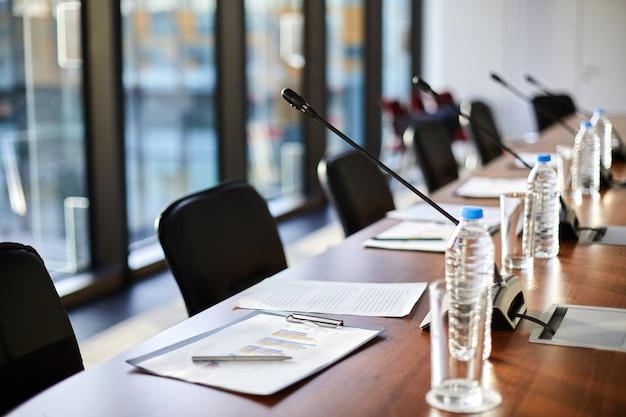 Objetos de negócios na mesa