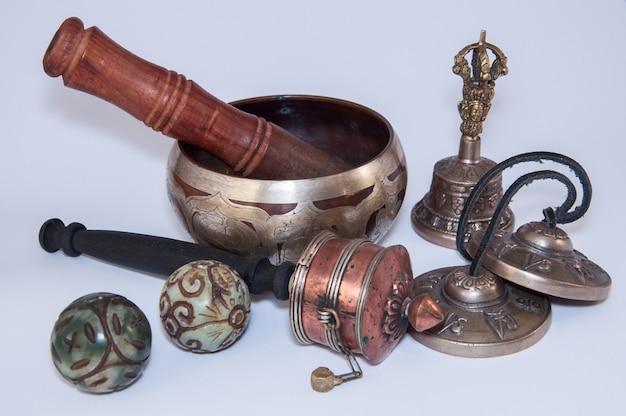 Objetos religiosos budistas para a realização de rituais