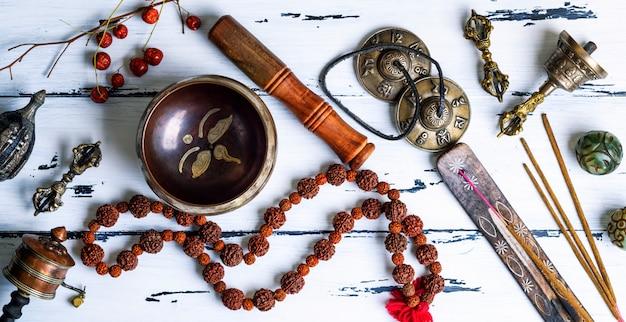 Objetos religiosos tibetanos para meditação