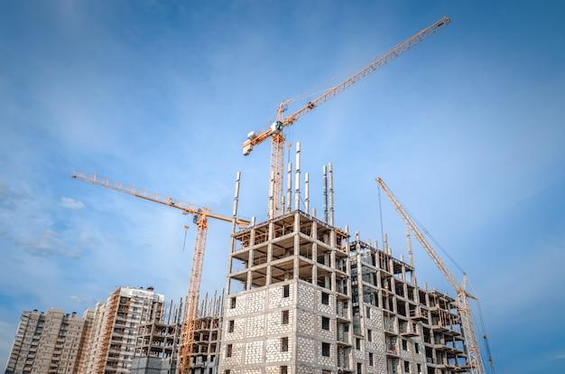 Obras de construção e arranha-céus