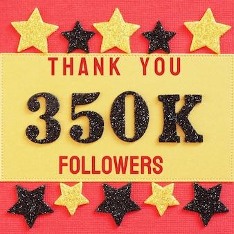 Obrigado 350k, 350000 seguidores. mensagem com números brilhantes pretos em vermelho e dourado