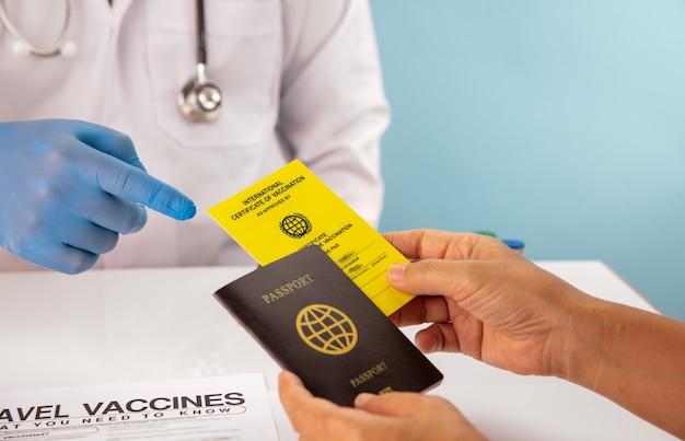 Obtenha certificado internacional de vacinação antes da viagem