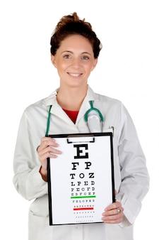 Oculista mulher com um gráfico de exame de visão