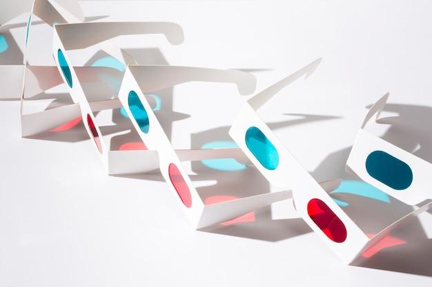 Óculos de cinema 3d isolados no fundo branco