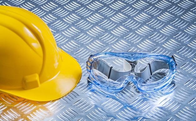 Óculos de múltiplos propósitos que constroem o capacete no conceito ondulado da construção do fundo do metal