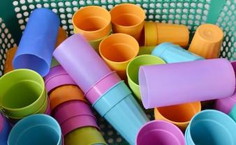 Óculos de plástico descartáveis multicoloridos