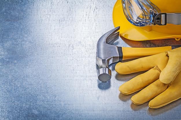 Óculos de proteção capacete capacete luvas de segurança martelo, conceito de construção