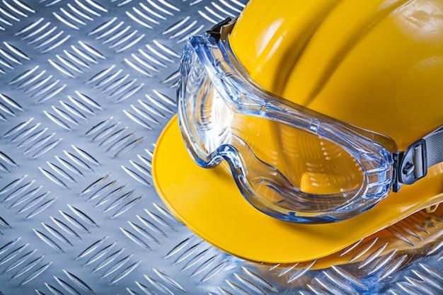 Óculos de proteção para construção de capacete em chapa de metal estriada