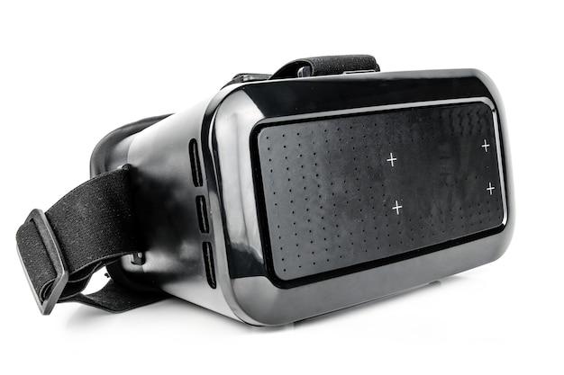 Óculos de realidade virtual isolados na parede branca. conceito de tecnologia, futuro.