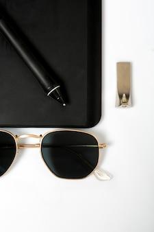 Óculos de sol caneta preta e flash usb