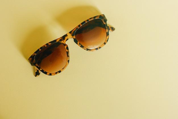 Óculos de sol com estampa animal