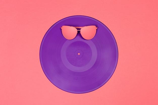 Óculos de sol da moda no mínimo colorido