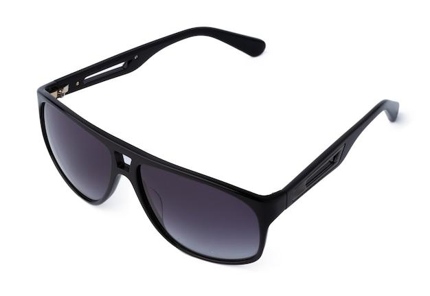 Óculos de sol elegantes isolados no fundo branco