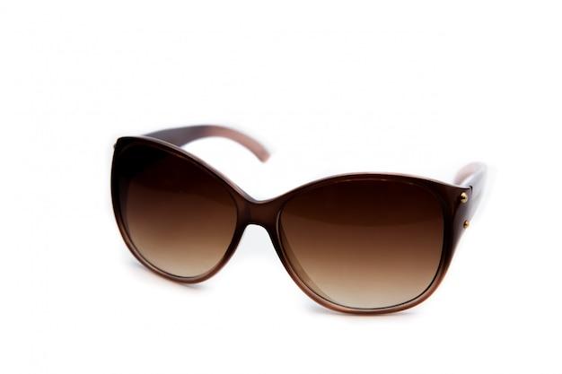 Óculos de sol em branco isolado