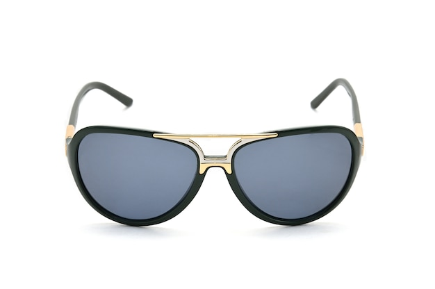 Óculos de sol em fundo branco isolado