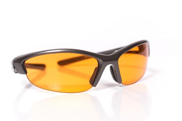 Óculos de sol em fundo branco