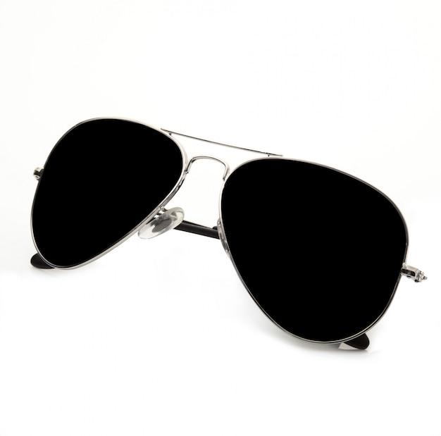 Óculos de sol escuros em branco
