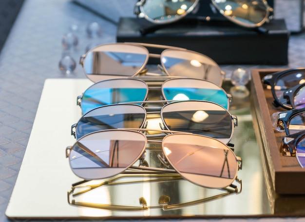 Óculos de sol espelhados