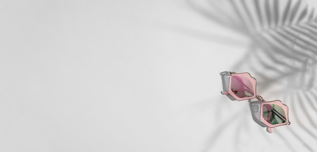 Óculos de sol funky em formato de lábios rosados em fundo cinza com tons tropicais, espaço de cópia, banner