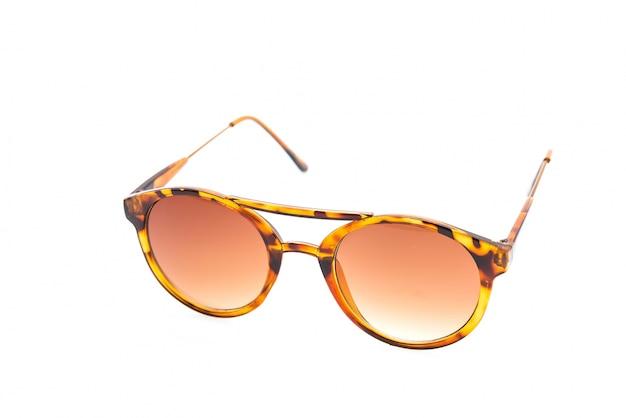 Óculos de sol isolado no branco