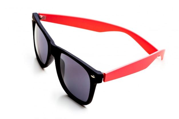 Óculos de sol legal isolados. no quadro de plástico preto