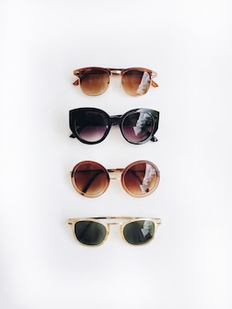 Óculos de sol na horizontal, vista superior