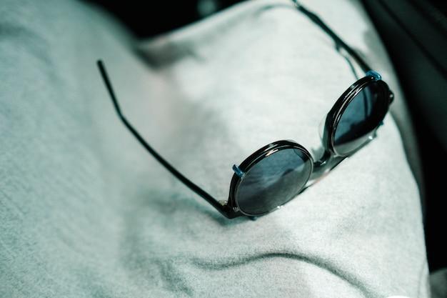 Óculos de sol na luz