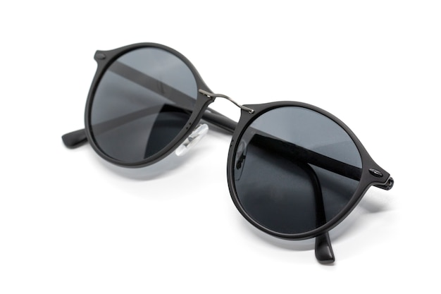 Óculos de sol na moda modernos isolados no fundo branco, óculos.