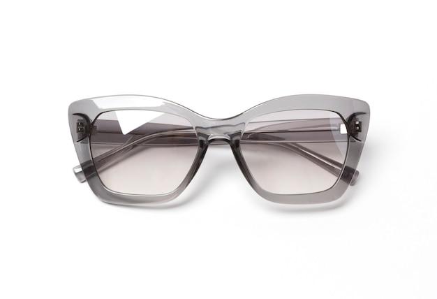 Óculos de sol na moda modernos isolados