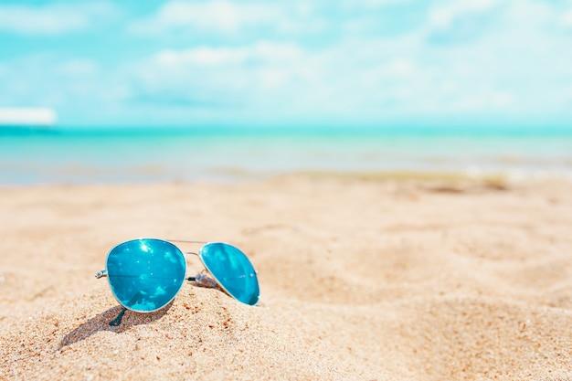 Óculos de sol na praia.
