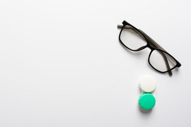 Óculos de vista superior com estojo