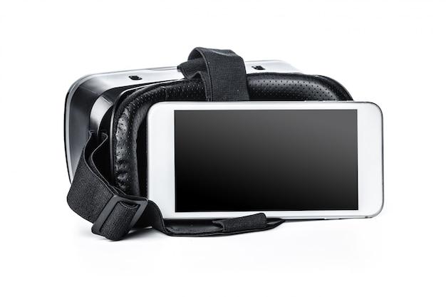 Óculos de vr e smartphone em fundo branco.