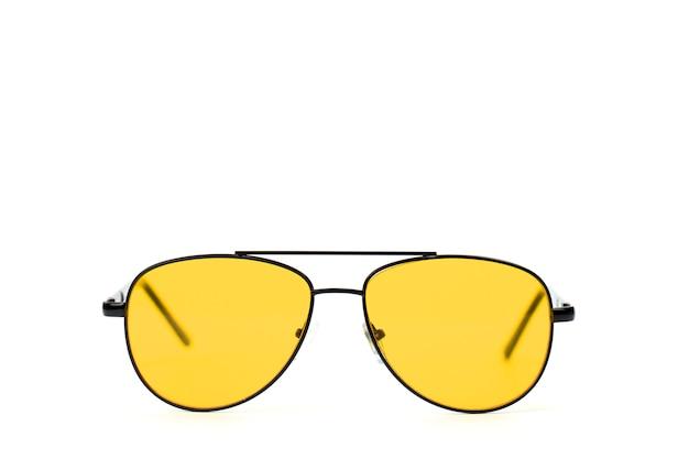 Óculos do piloto laranja no quadro preto isolado no branco