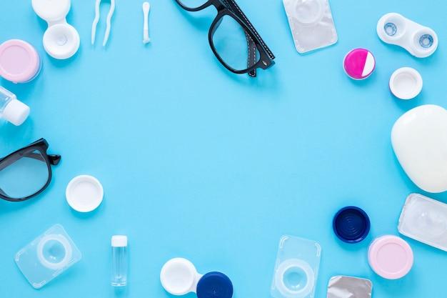 Óculos e lentes de contato com espaço para texto