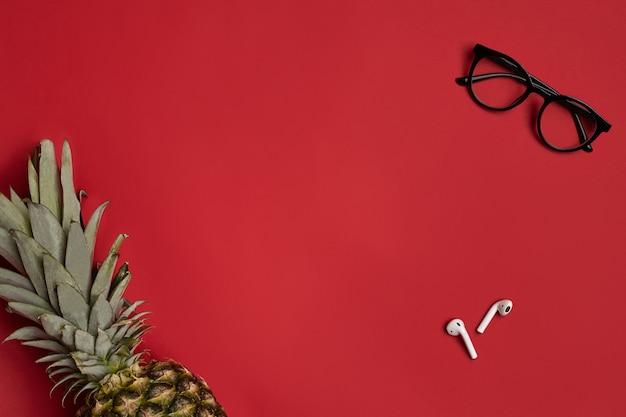Óculos elegantes com armação preta e fones de ouvido sem fio