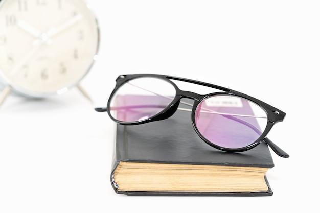 Óculos em livros antigos