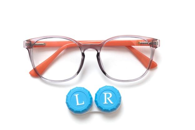 Óculos modernos com lentes de contato