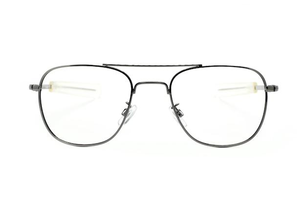 Óculos na moda modernos isolados no fundo branco