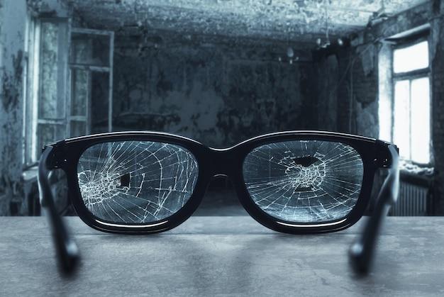 Óculos quebrados